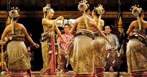 Memberikan dasar irama pada gerak b. Contoh Tari Kelompok Yang Tersebar di seluruh Indonesia ...