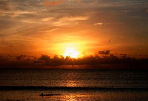 pantai kuta tempat wisata terbaik  bali indonesia kaya
