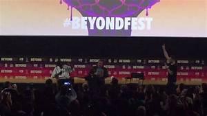 Arnold Schwarzenegger Arm Wrestling A Kid At Beyond Fest 2017
