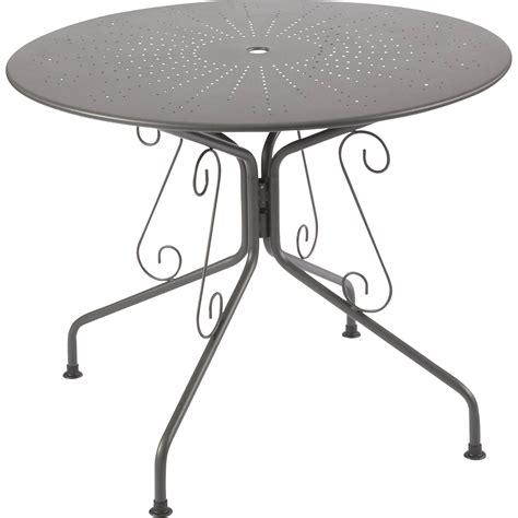 cuisine blanche parquet table de jardin romantique ronde gris graphithe 4