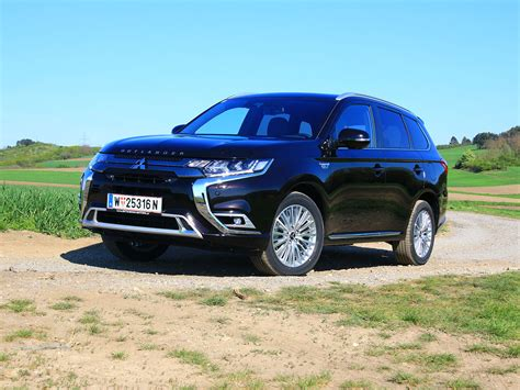 It was originally known as the mitsubishi airtrek when it was introduced in japan in 2001. Mitsubishi Outlander PHEV 2,4 4WD Diamond-Test