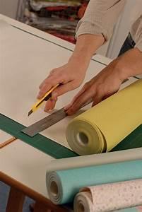 Tapisser Avec 2 Papiers Differents : relooker une vieille armoire avec du papier peint diy family ~ Nature-et-papiers.com Idées de Décoration