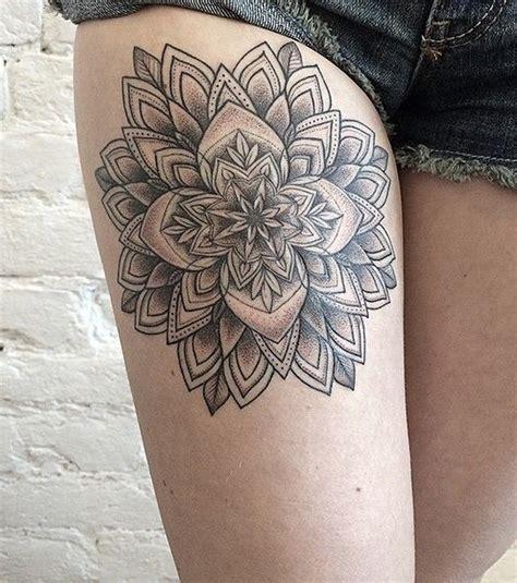 tatouage cuisse  idees pour  tatouage de femme sur