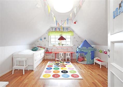 chambre bébé mansardée décorer une chambre d 39 enfant mansardée joli place