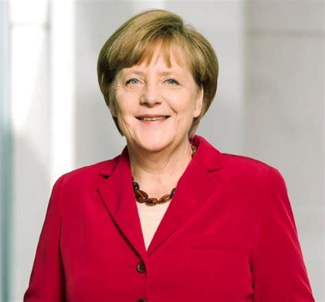 Einblicke in die arbeit der kanzlerin durch das objektiv der offiziellen fotografen. E rimase solo lei: Angela Merkel - Mangiatori di Cervello