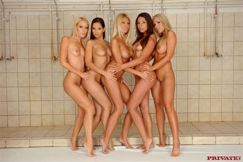 Leggy Dolls Eve Angel And Jasmine Black Enjoy Lesbian Orgy In The Shower Room