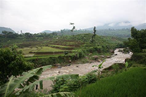 tackling pollution  indonesias citarum river basin