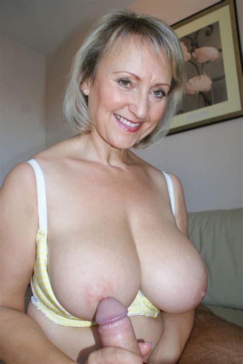 Mature Mom Bares Her Big Ass Mature Xxx Pics