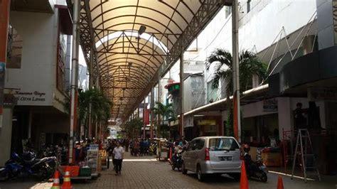 wisata belanja gaya belanda  pasar  jakarta busana
