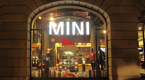 "Mini Brand Store ""santa's Hat"" Christmas Window Display"