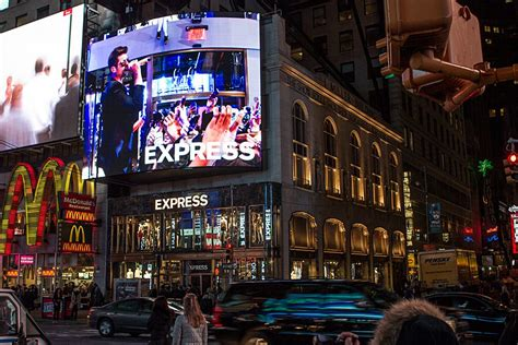 inside the express times square opening robin thicke performs as partygoers shop spring style