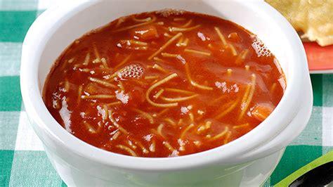 soupe de tomates aux vermicelles et petits pains pizza