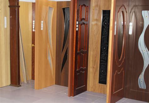 Какие межкомнатные двери лучше выбрать ПВХ или шпон, и что