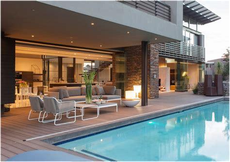 pilihan desain rumah mewah  lantai  kolam renang