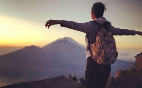 Komentāri par: Keitija Perija uzkāpusi vulkānā. FOTO ...