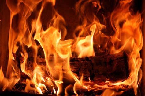 cuisiner au feu de bois grillade au feu de bois sainte grande terre le