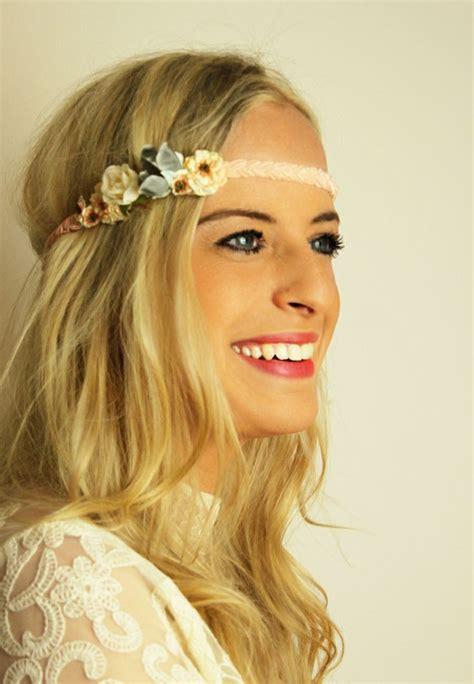 hippie frisur mit haarband die 25 besten ideen zu frisuren mit haarband auf haarband frisur gewelltes haar