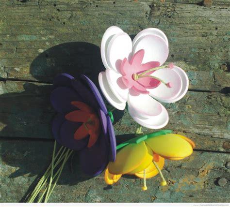Flores preciosas hechas con goma eva Manualidades con