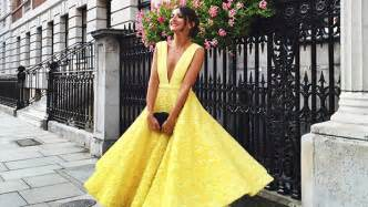 what to wear to september wedding 20 beautiful dresses you can wear to your best friend 39 s wedding