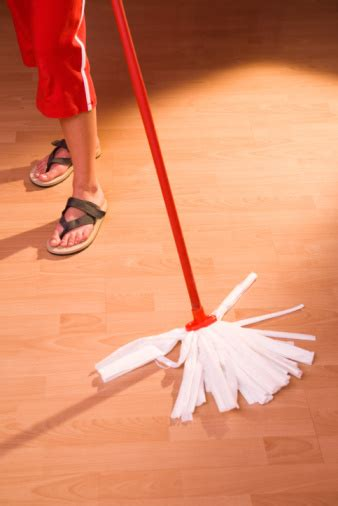 can swiffer be used on laminate floors can you use swiffer sweeper wet mop on laminate floors hunker