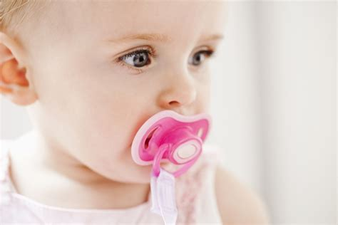 Can You Give A Breastfed Baby A Pacifier
