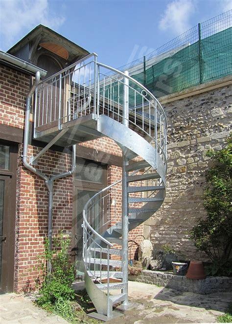 escalier exterieur en acier galvanise photo dh98 spir d 201 co 174 larm 233 escalier ext 233 rieur h 233 lico 239 dal en acier galvanis 233 avec re en fer