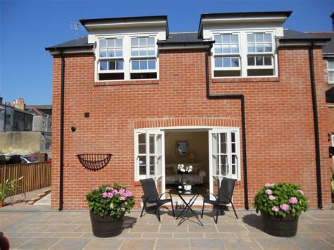 Luxury Mews House In Tranquil Courtyard. Central Ryde. 5