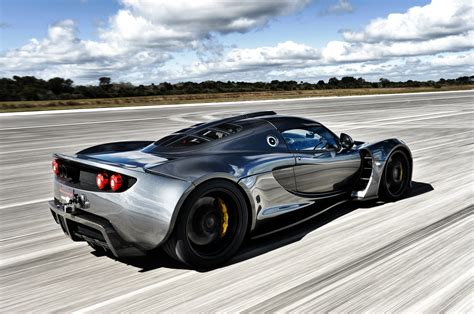 Bugatti Veyron Ss Vs Hennessey Venom Gt