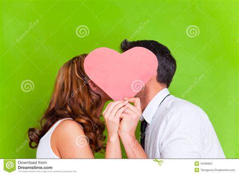 couples amour cuisine couples de coeur d 39 amour photo stock image du amoureux