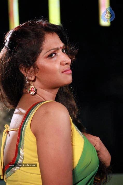 actress kiss fb mallu actress bhuvaneswari spicy photo 25 bhuvaneswari