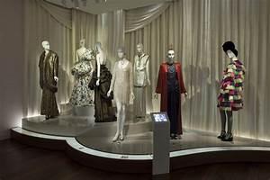 Musée Yves Saint Laurent : mus e yves saint laurent paris inaugural display mus e ~ Melissatoandfro.com Idées de Décoration