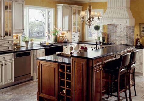 colonial kitchen design ideas رخام اسود لامع بالمطبخ الانجليزي المرسال 5531