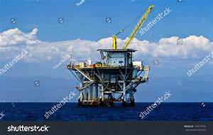 Large Pacific Ocean Offshore Oil Rig Drilling Platform Off ...