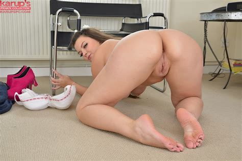 Amateur fatty Cherry demostrates her big tits and that ...