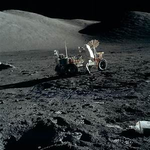 File:Apollo 17 Cernan and the lunar rover AS17-147-22576HR.jpg