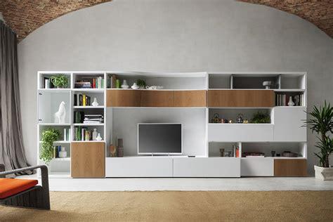 un soggiorno in legno e bianco napol arredamenti