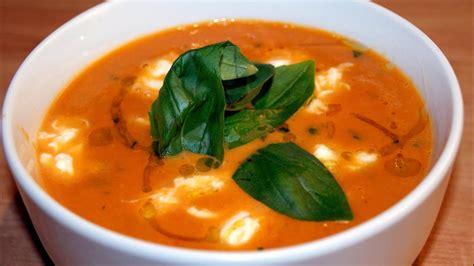 Zupa krem pomidorowa z mozzarellą i bazylią - YouTube