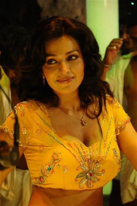 asha saini hot  yellow blouse  sare