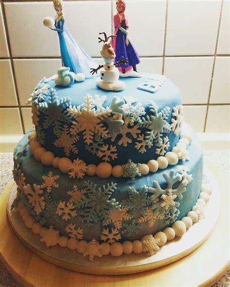 Die kuchenschicht von tondant ist auch für sahnekuchen und sahnekuchen. Elsa Torte für den 5.Geburtstag meines Patenkind es   Elsa ...