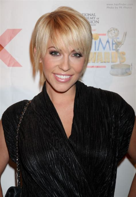 farah fath uncomplicated short blonde hairstyle