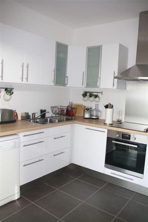 modele de cuisine blanche decoration cuisine bois inox cuisine blanche bois et