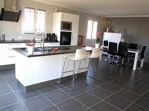 cuisine blanc laque avec ilot central photo 1 1 et son With salle À manger contemporaine avec ilot central cuisine gris