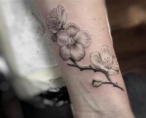 Baum Tattoo Bedeutung : die besten 25 kirschbl ten tattoo ideen auf pinterest kirschbl ht towierungen japanische ~ Frokenaadalensverden.com Haus und Dekorationen