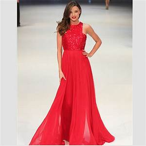zoom sur la robe rouge longue brillante blog officiel de With la robe rouge