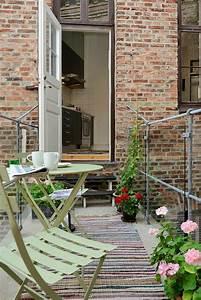 le tapis d39exterieur un accessoire beaucoup de possibilite With tapis moderne avec mini canapé balcon