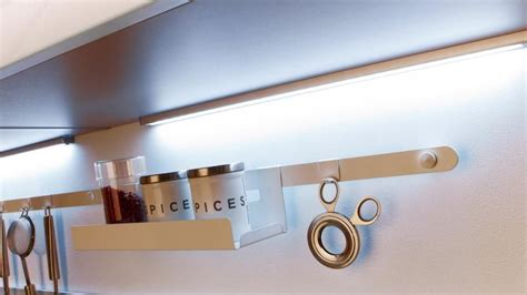 le cuisine led suspension salle de bain led chaios com