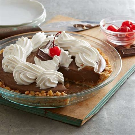 A classic, creamy, rich and chocolatey healthy chocolate pudding recipe. HERSHEY'S Caramel Syrup   Chocolate syrup dessert, Dessert recipes, Delicious pies