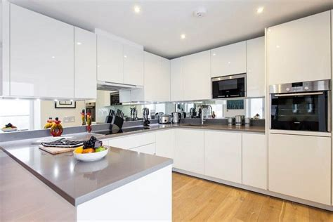 Küche Weiß Hochglanz Arbeitsplatte Grau by Hochglanz Wei 223 K 252 Chenzeile Graue Arbeitsplatte Und