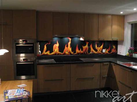 cr馥r un de cuisine crédence de cuisine en verre imprimé flamme