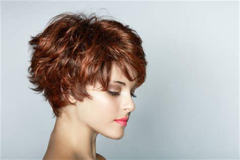 braune haare mit blonden strähnen bilder frisuren stil haar fransig damenfrisuren kurz